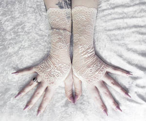 Stasya Lace Fingerless Gloves