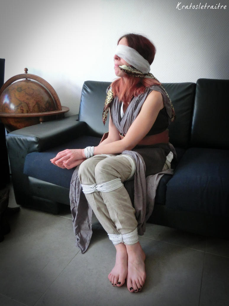 Rey (Star Wars) in Bad Posture by Kratosletraitre