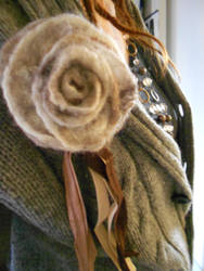 felted rose brooch by malayla