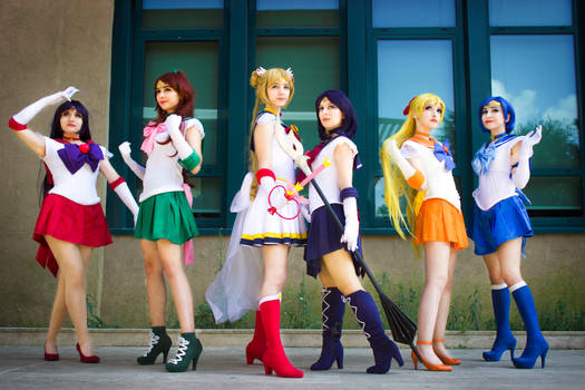 Super Sailor Moon group cosplay