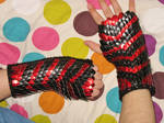 Chevron Scale Mail Knit Gloves