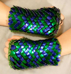 Blue Green Zigzag Knitted Scale Gloves