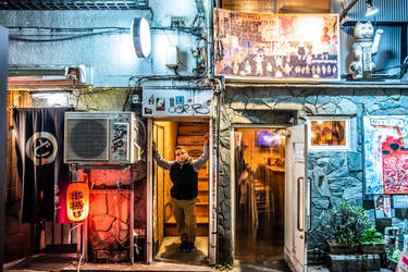 Hanging out in Golden Gai - Shinjuku Tokyo by 4ELEVEN-IMAGES
