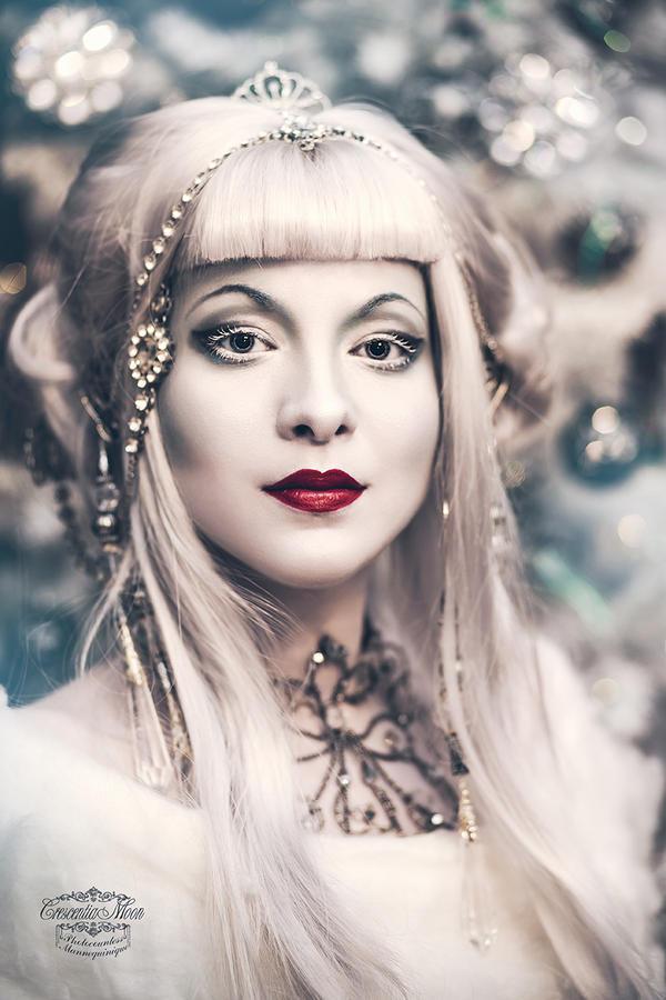 Snow Queen by CrescentiaMoon