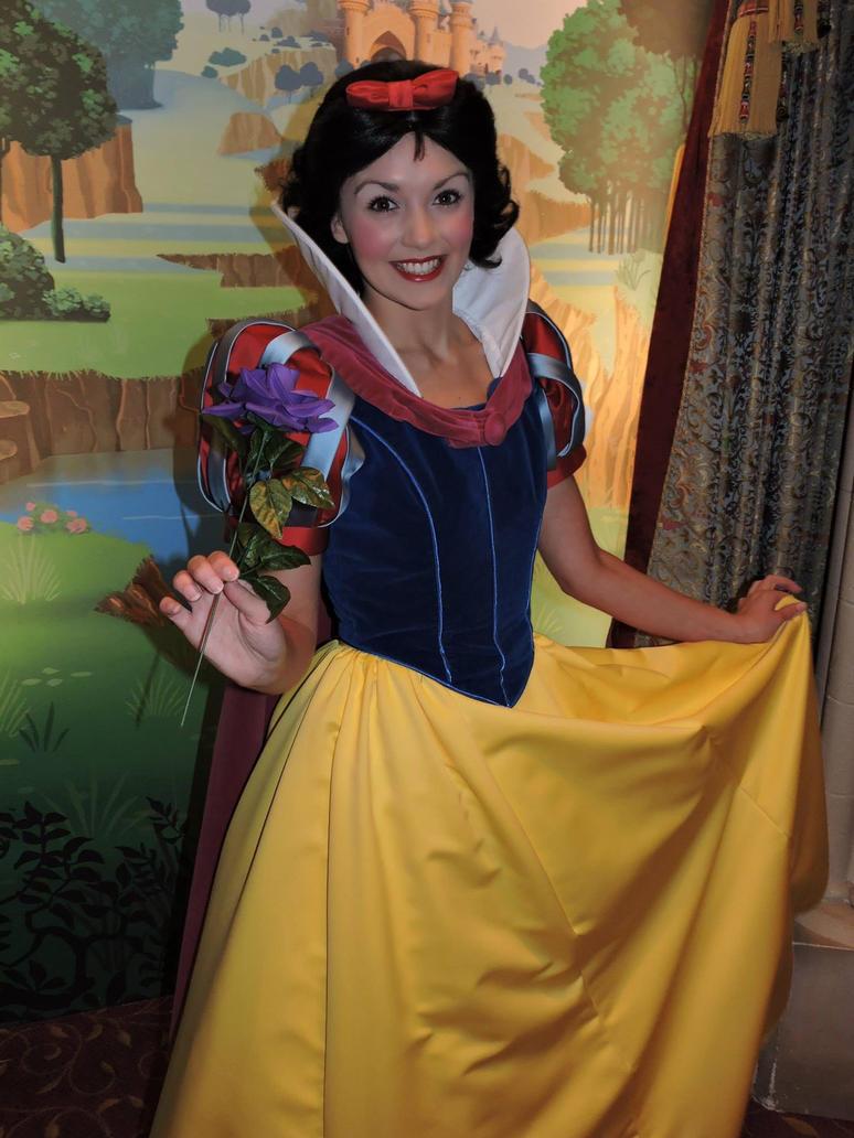 Snow White Disneyland Paris by bellesprince