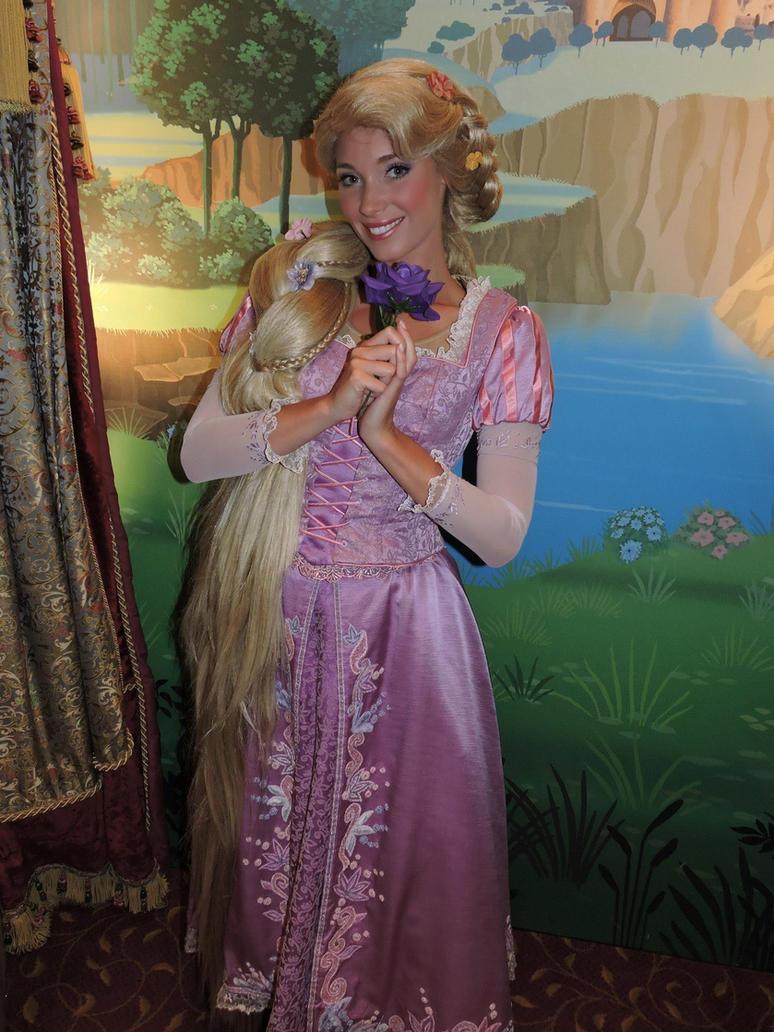 Rapunzel Disneyland Paris by bellesprince