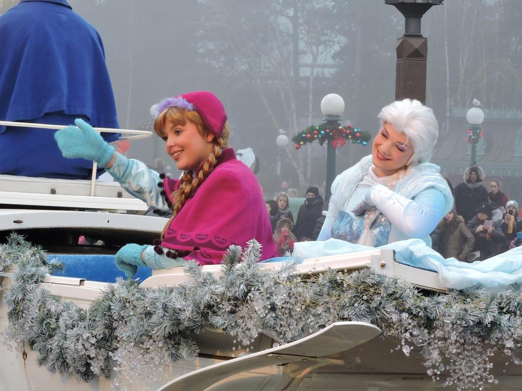 Anna and Elsa www.BellesEnchantedWorld.com by bellesprince