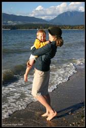 Hug From Mom by rissdemeanour