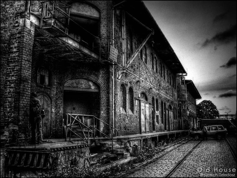 Old House by WojciechDziadosz