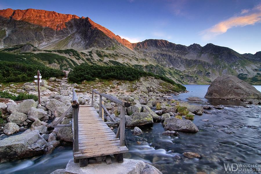 Red mountain peaks by WojciechDziadosz