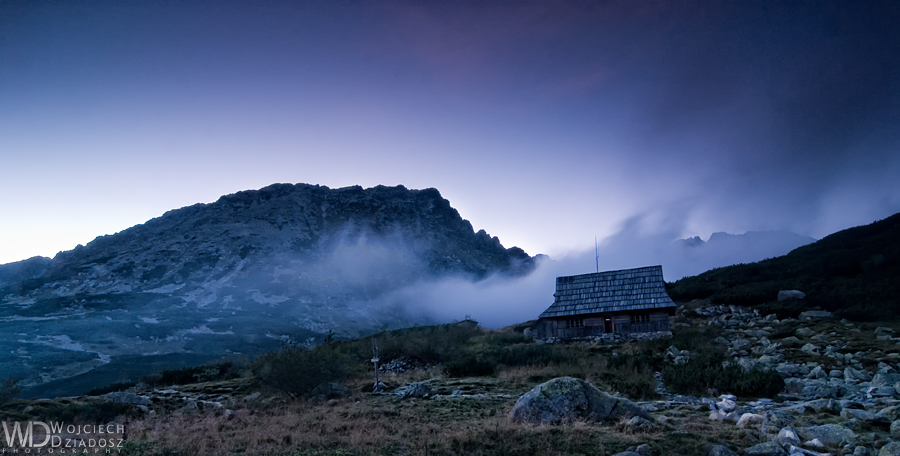 Hut in the mountains by WojciechDziadosz