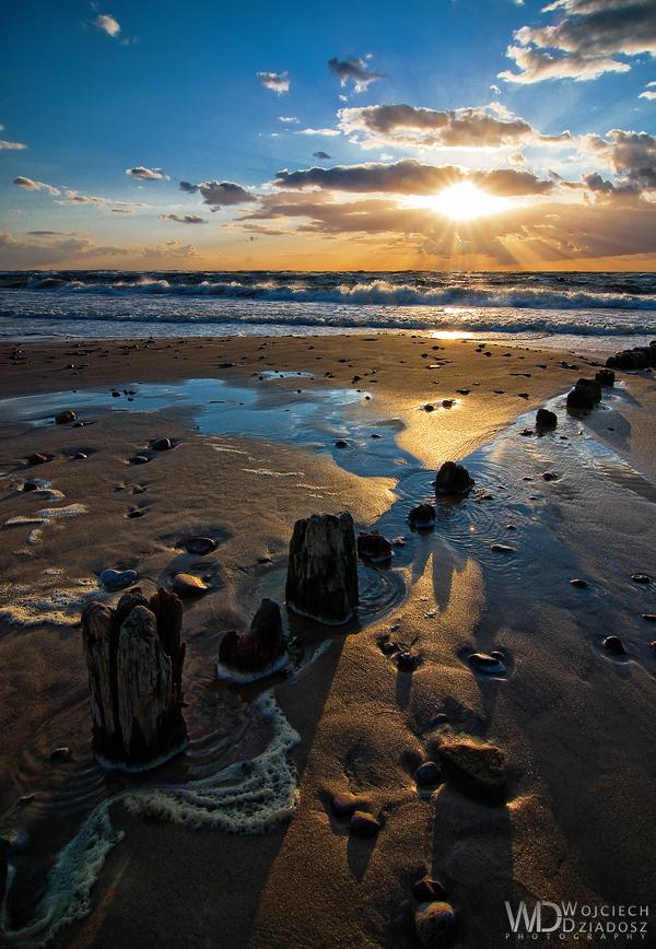 Shadows on the sand by WojciechDziadosz