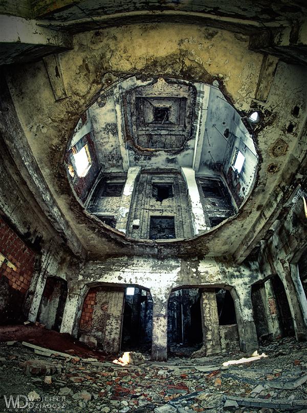 Big hole by WojciechDziadosz
