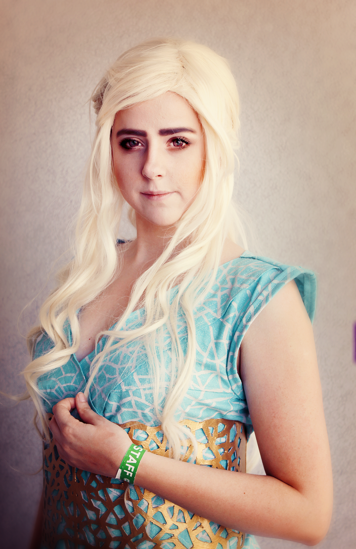 Daenerys Targaryen cosplay by kanamecosplay
