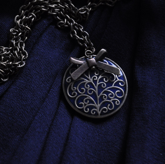 blue pendant by Crexcrexy