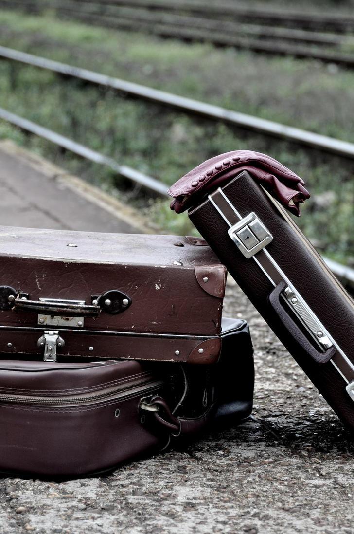 Koferi uspomena Old_suitcases_by_mmagni-d304knm