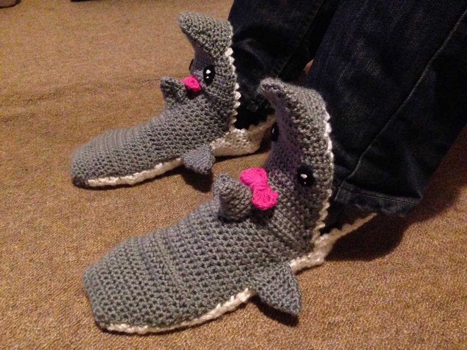 Crocheted Tsundere Shark Socks by TombRaiderKuchen