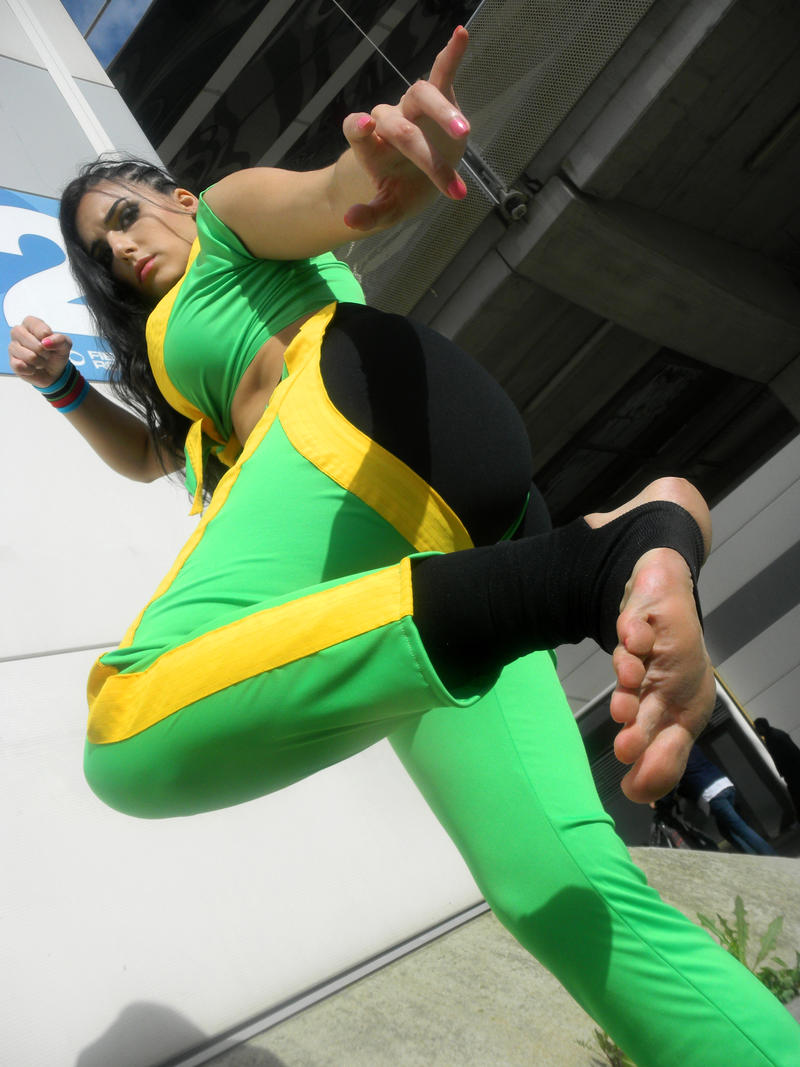 cosplay v Street fighter laura