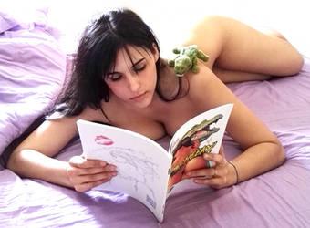 Watching my Artbook Cheeky! by GeckUP