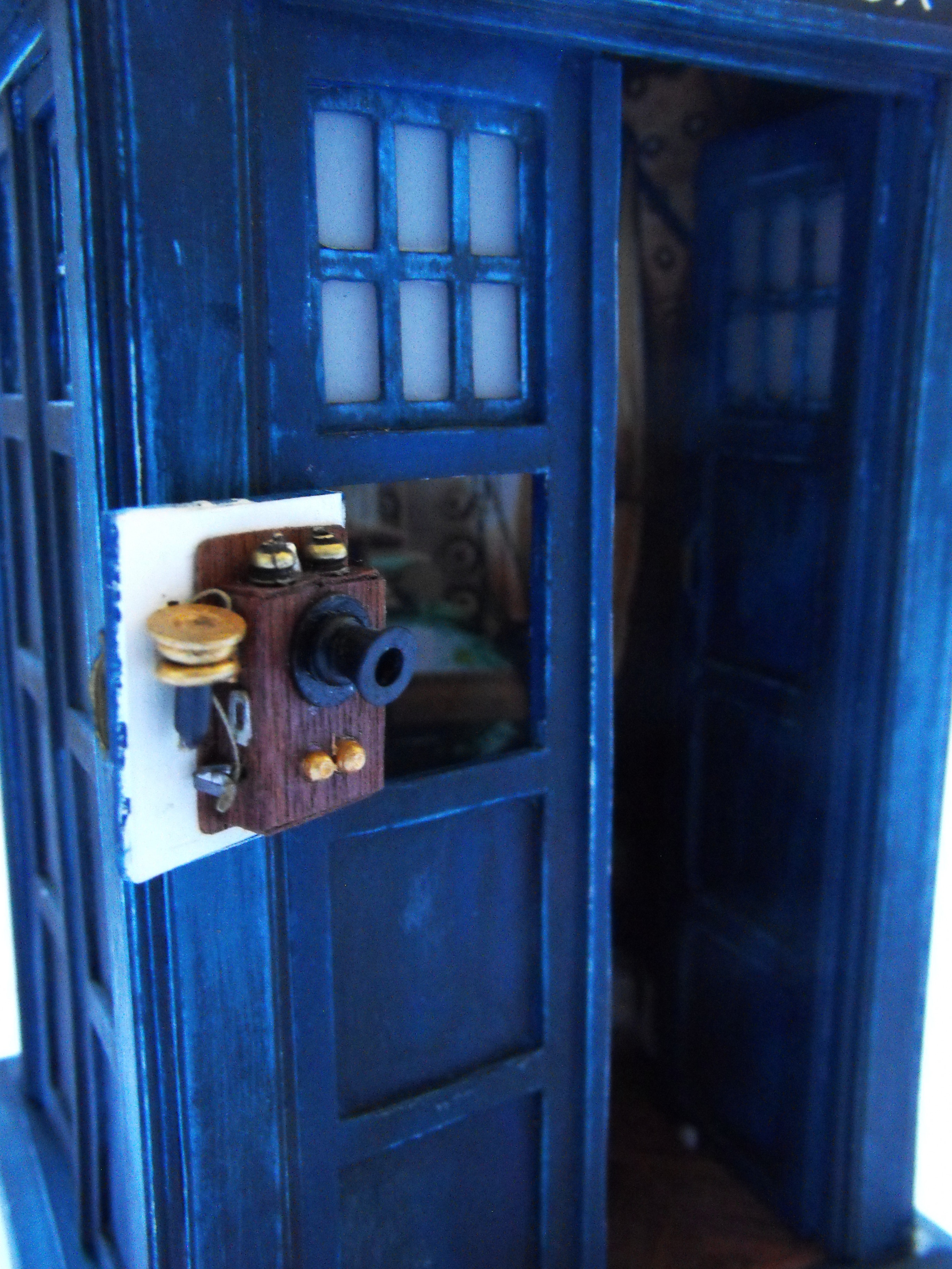 10th Doctor TARDIS Model (2011 Build) by theDoctorWHO2 on DeviantArt