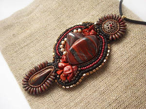 The heart of the queen, bead embroidered pendant
