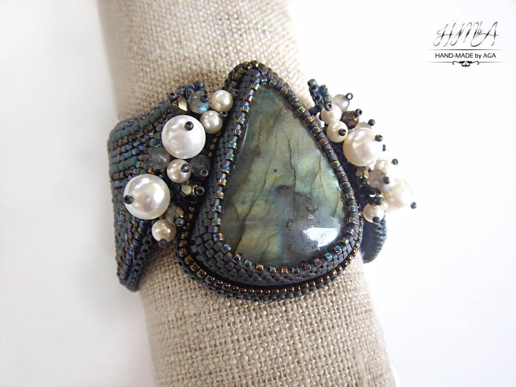 'Papilio lunaris' bead embroidered bracelet by nikkichou