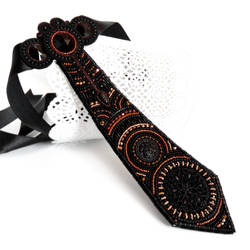 Bhreagnu, a bead embroidered necklace tie