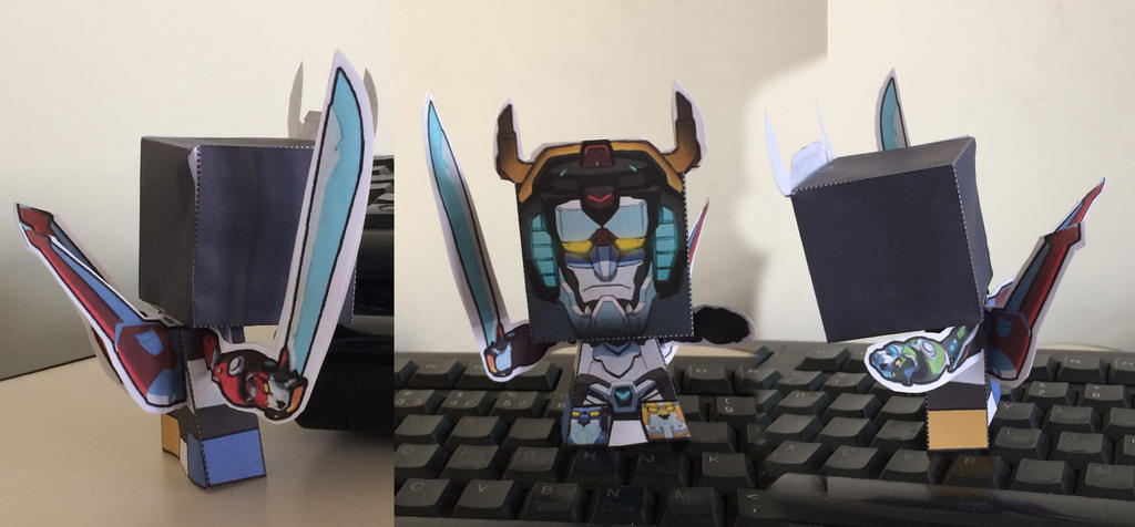 Voltron Papercraft by guitarseer