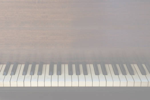 Fangedfem piano background