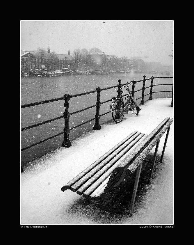 http://fc07.deviantart.net/fs5/i/2004/345/5/0/white_amsterdam_by_peitxon.jpg