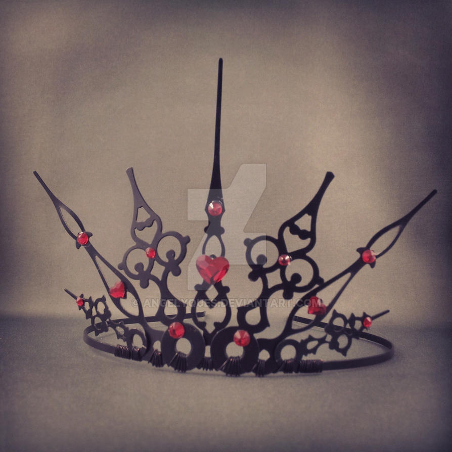 Gothique Queen of Hearts Crown by angelyques