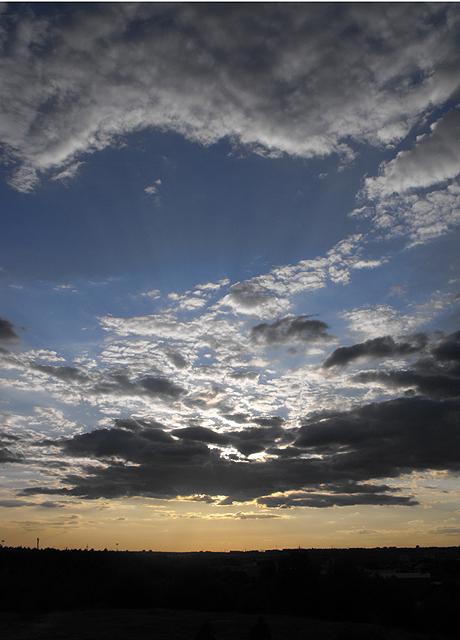 Sky... by ikarichan