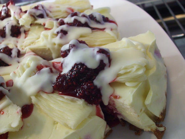 Mmm Cheesecake by Fallen-Red-Ninja