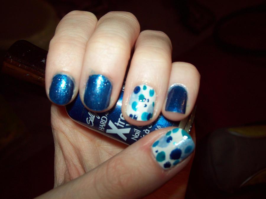 Blue Polka Dot Nails by ffishy21