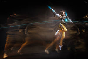 Overwatch - Tracer Cosplay by fenixfatalist