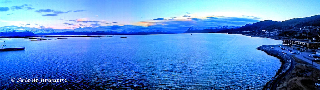 An evening on the fjord by Arte-de-Junqueiro