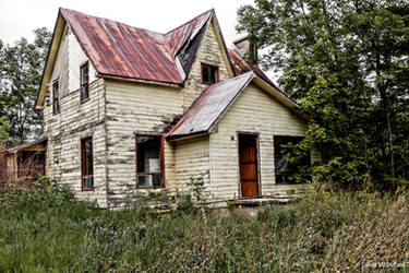 Abandoned Farm House by basseca