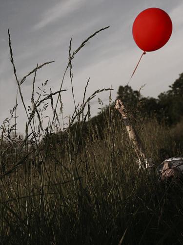 red balloon by seafoodmwg - BuRsAlIyIz Fark�yLa Dev Avatar Ar�ivim
