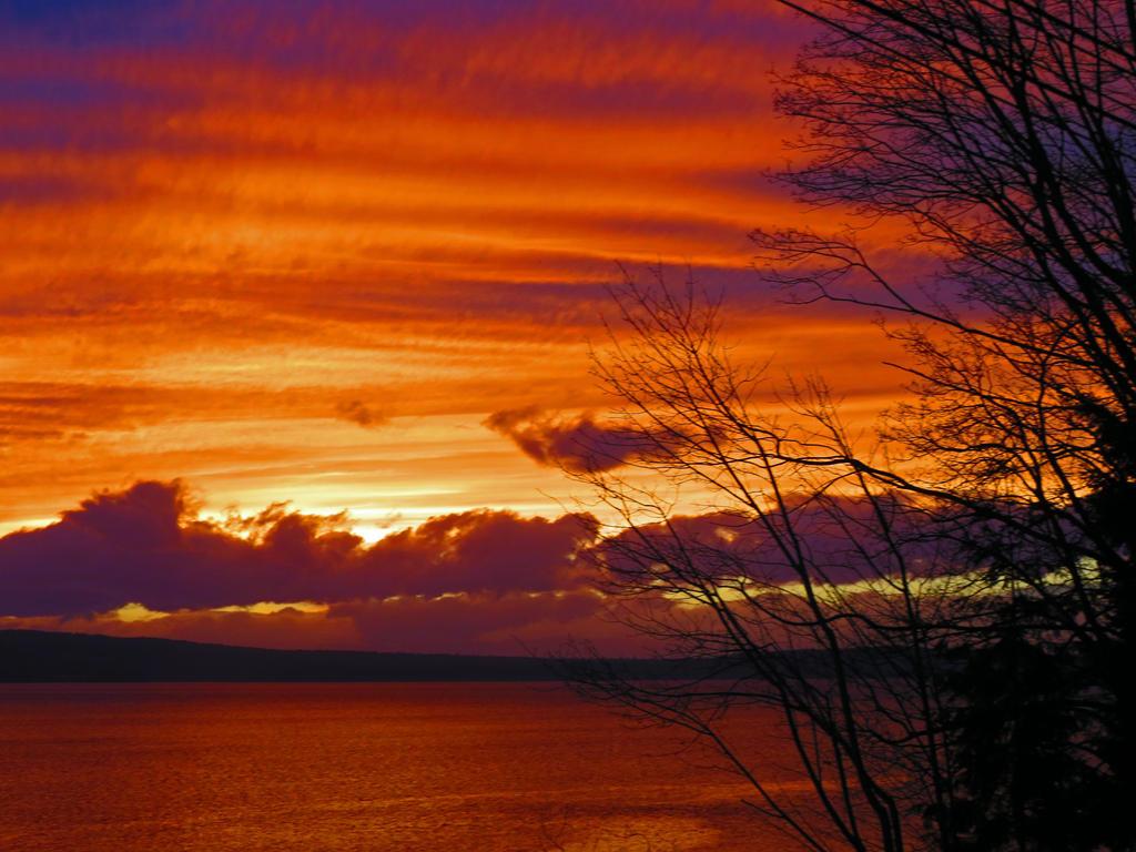 Strattified Sunset by wolfwings1