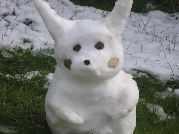 Pikachu Snow sculpture by sazmullium