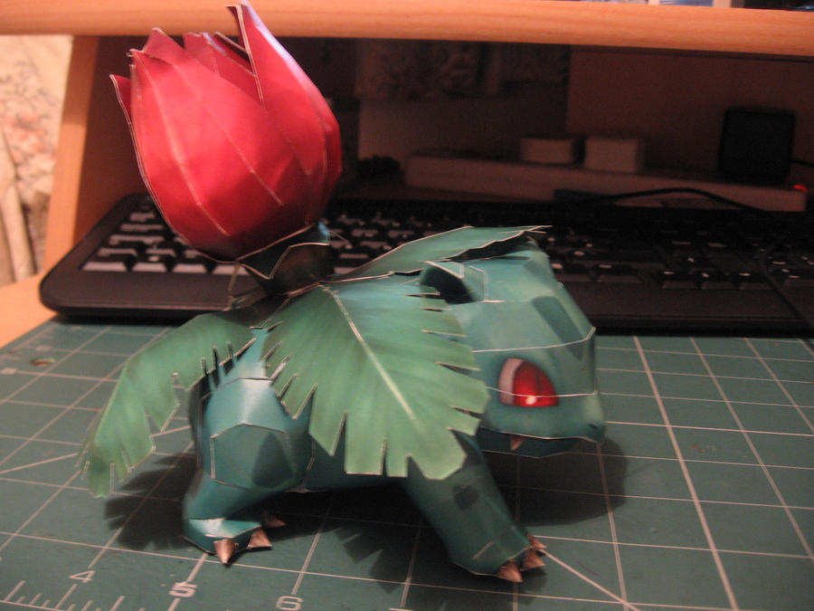 Ivysaur Papercraft- Side by sazmullium