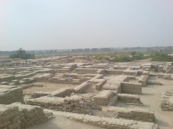 moen jo daro essay Mohenjo-daro is widely recognized as one of the most important early cities of  south asia and the indus civilization and yet most publications rarely provide.