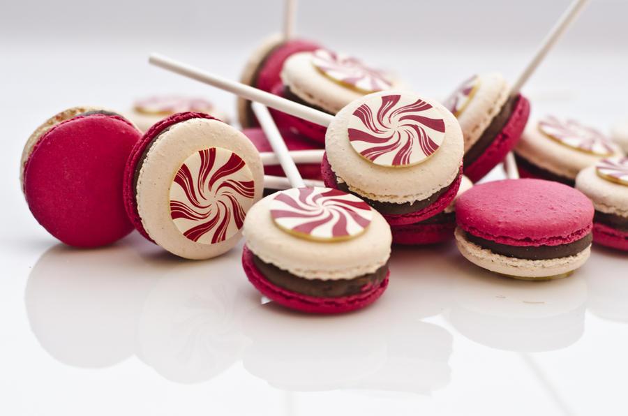 Christmas Macarons by thundermistress