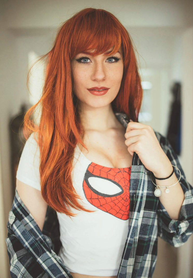 cosplay-model-luxlo-mary-jane-posing-in-bed-hot-sweater