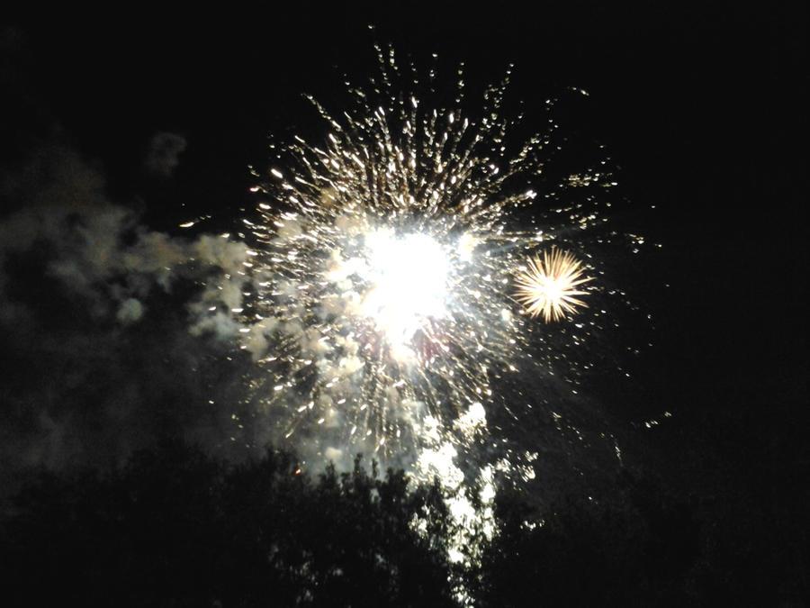 Fireworks 1 by KINGOFTHEGAMEZ