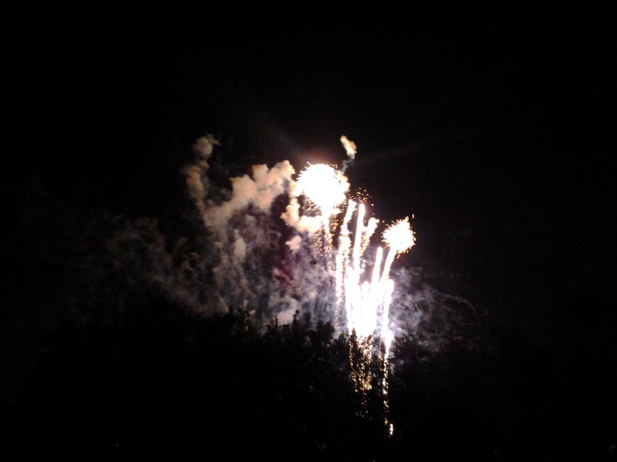 fireworks 3 by KINGOFTHEGAMEZ