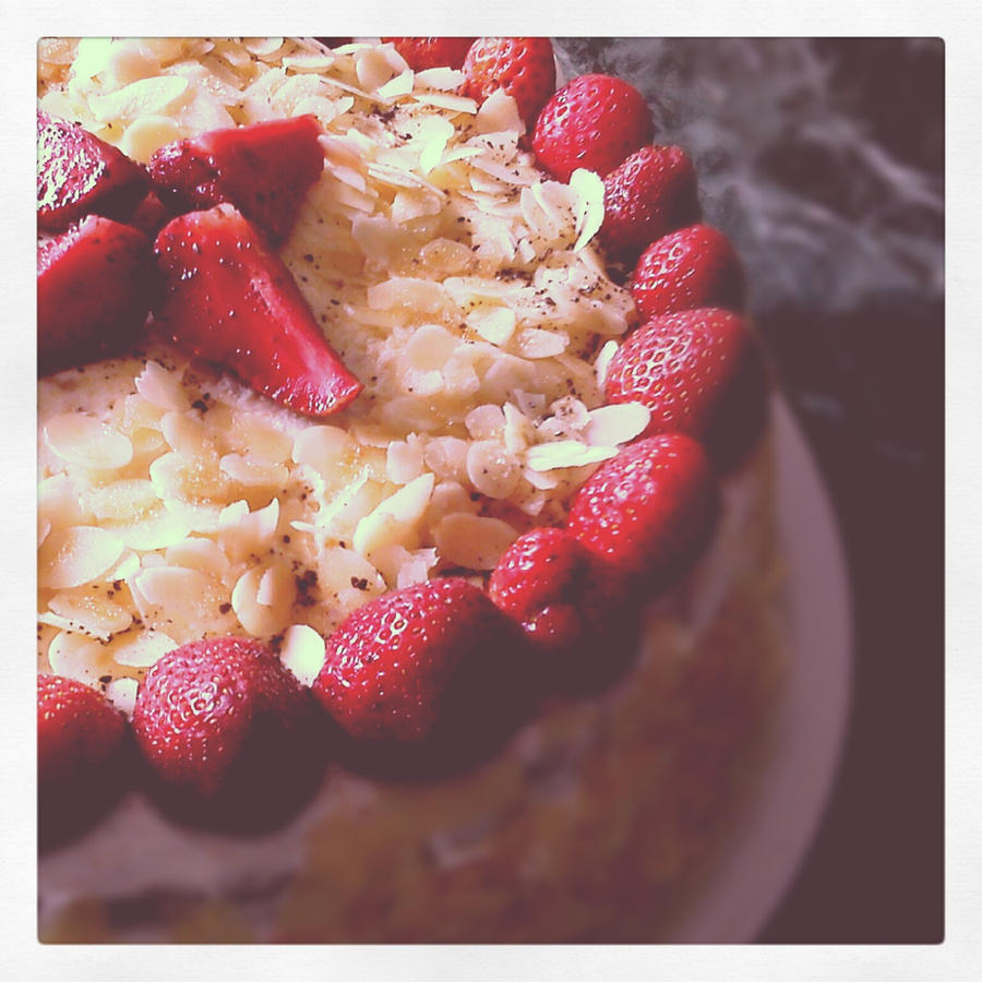 Strawberry and Cream Cake by oliko