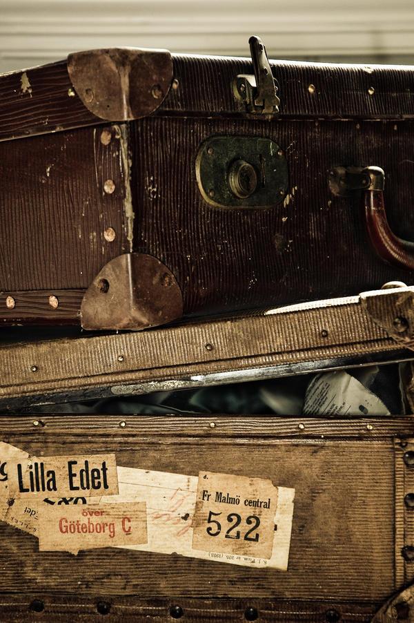 Koferi uspomena Suitcases_by_JBridges
