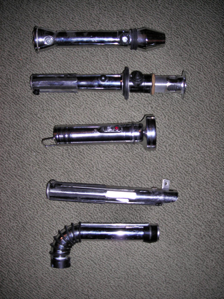 Cherche tutos pour Sabres Laser, R2D2 et Blaster Custom_lightsaber_Collection_by_ajb3art