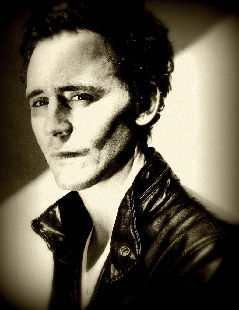 Tom Hiddleston sepia by Fenevad